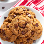Almond Butter Chocolate Chip Cookies- A simple recipe for the perfect gluten free cookie! These almond butter chocolate chip cookies are so delicious, nobody will guess there's no flour or oil. passthechallah.com